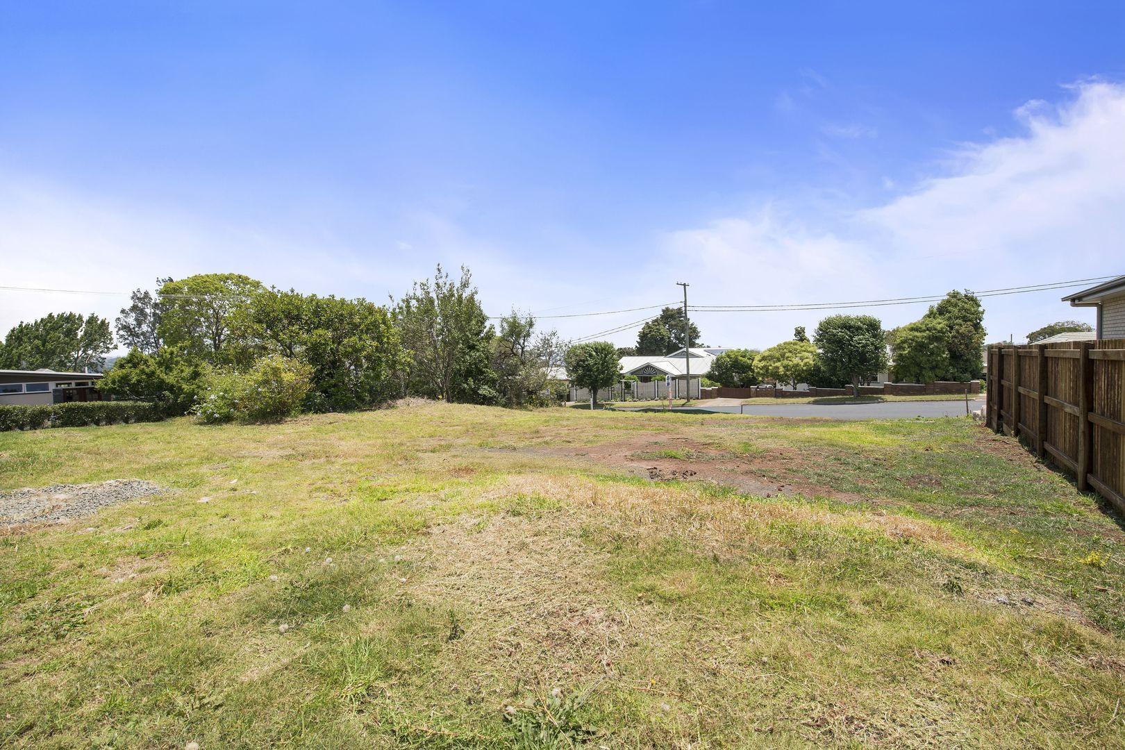 39 Range Street, Mount Lofty QLD 4350, Image 2
