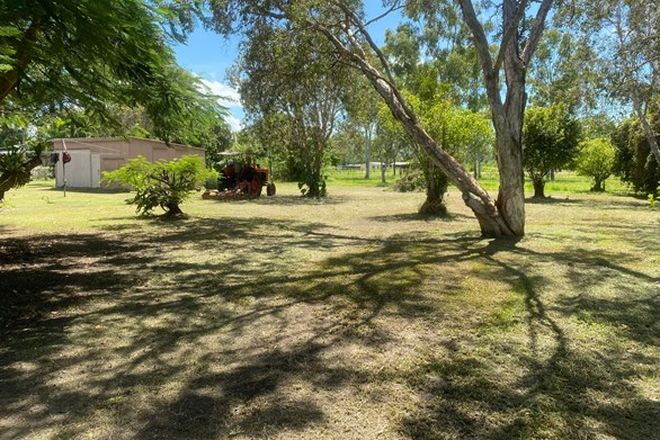 Picture of 32 Rainbow Street, ARMSTRONG BEACH QLD 4737