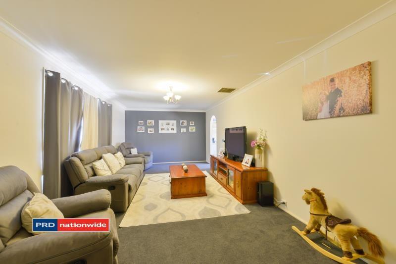 16 Myndee Avenue, Tamworth NSW 2340, Image 2