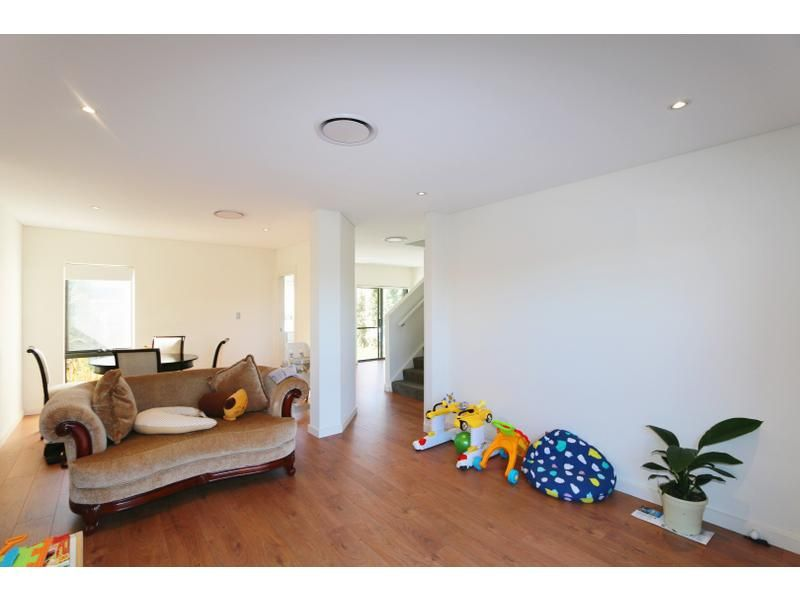 2 Mc-Causland Place, Kellyville NSW 2155, Image 2