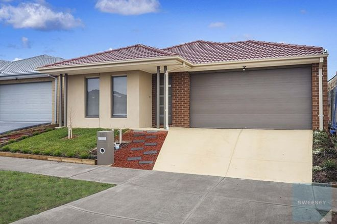 Picture of 11 Peat Avenue, THORNHILL PARK VIC 3335