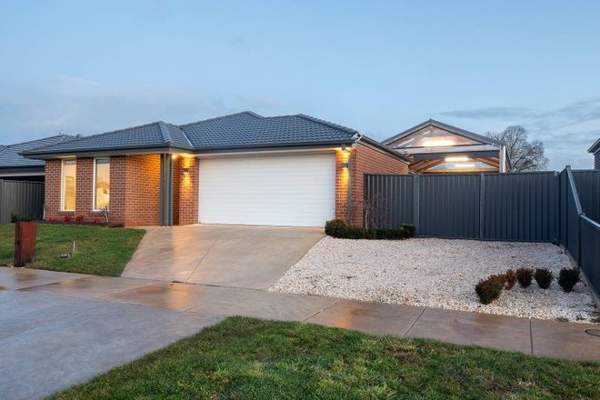 Picture of 12 Flewin Avenue, MINERS REST VIC 3352