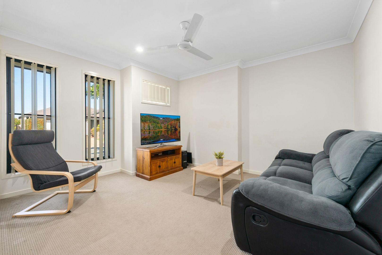 35 Denham Crescent, North Lakes QLD 4509, Image 2