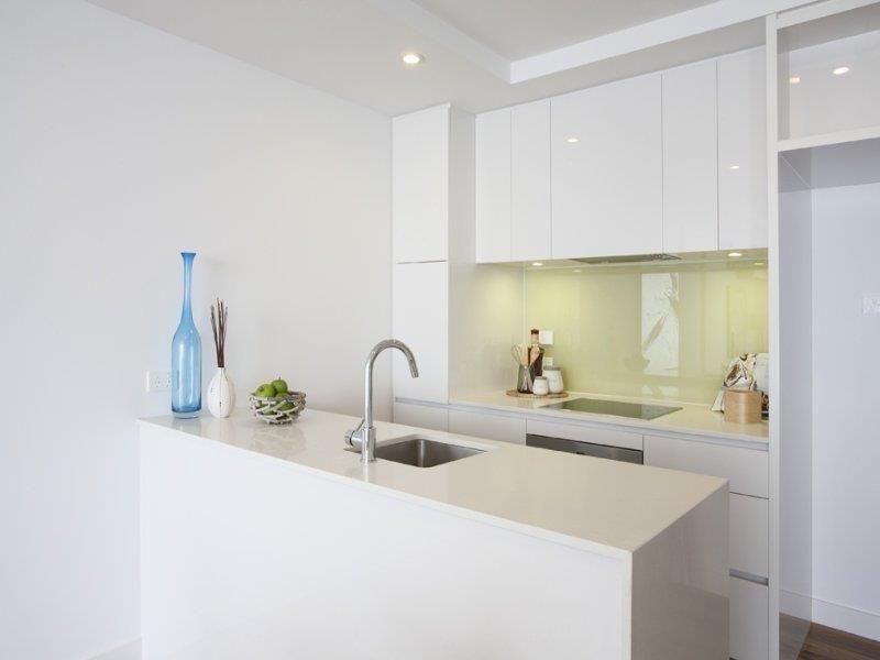 1013/101 Bay Street, Port Melbourne VIC 3207, Image 2