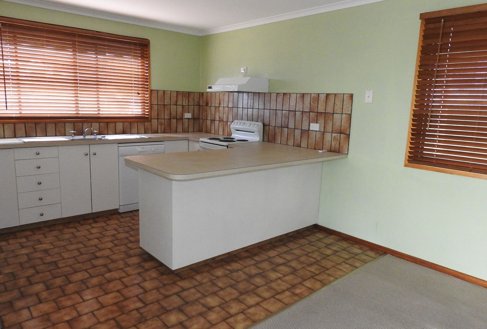 4 Merindah Court, Lakes Entrance VIC 3909, Image 1