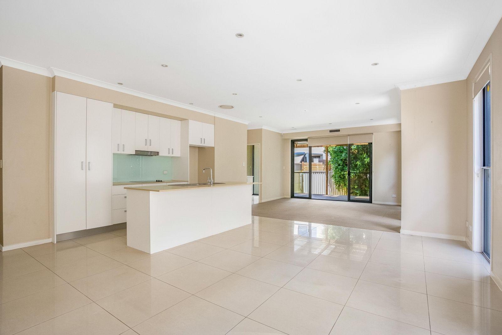 2/28 Ocean Street, Runaway Bay QLD 4216, Image 1
