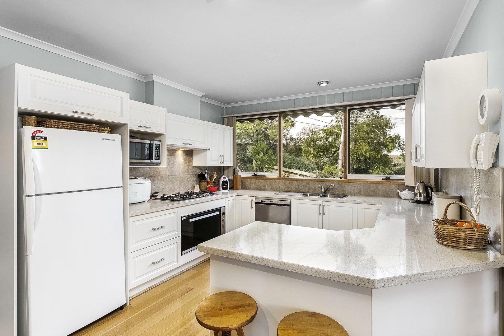33 Aurisch Avenue, Glen Waverley VIC 3150, Image 0