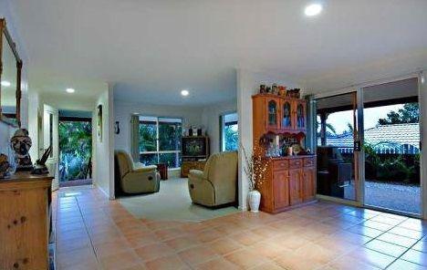 17 Corey Court, Palmwoods QLD 4555, Image 2