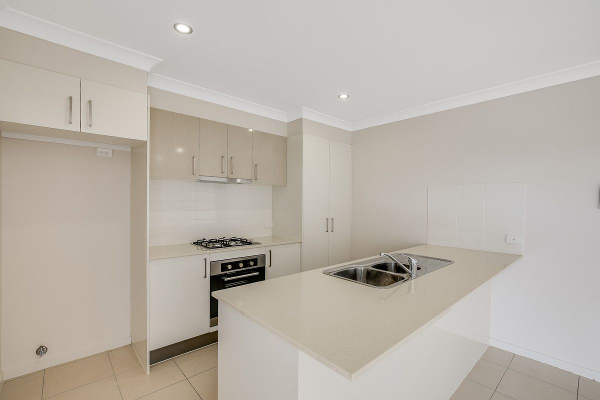 16 Parkview Drive, Glenvale QLD 4350, Image 2