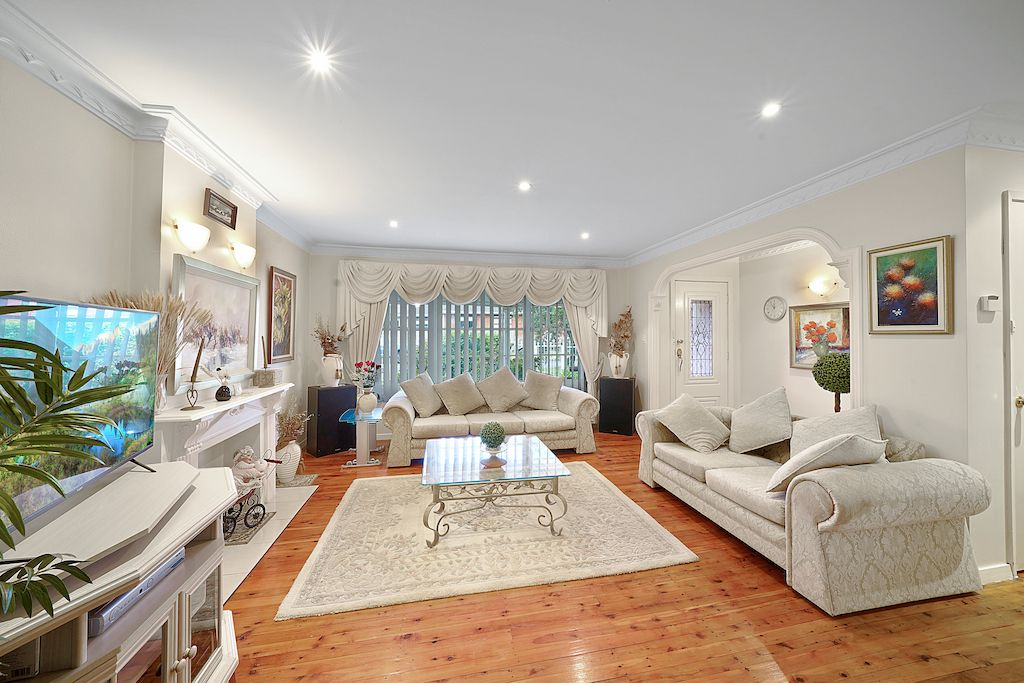 45 First Avenue, Macquarie Fields NSW 2564, Image 1