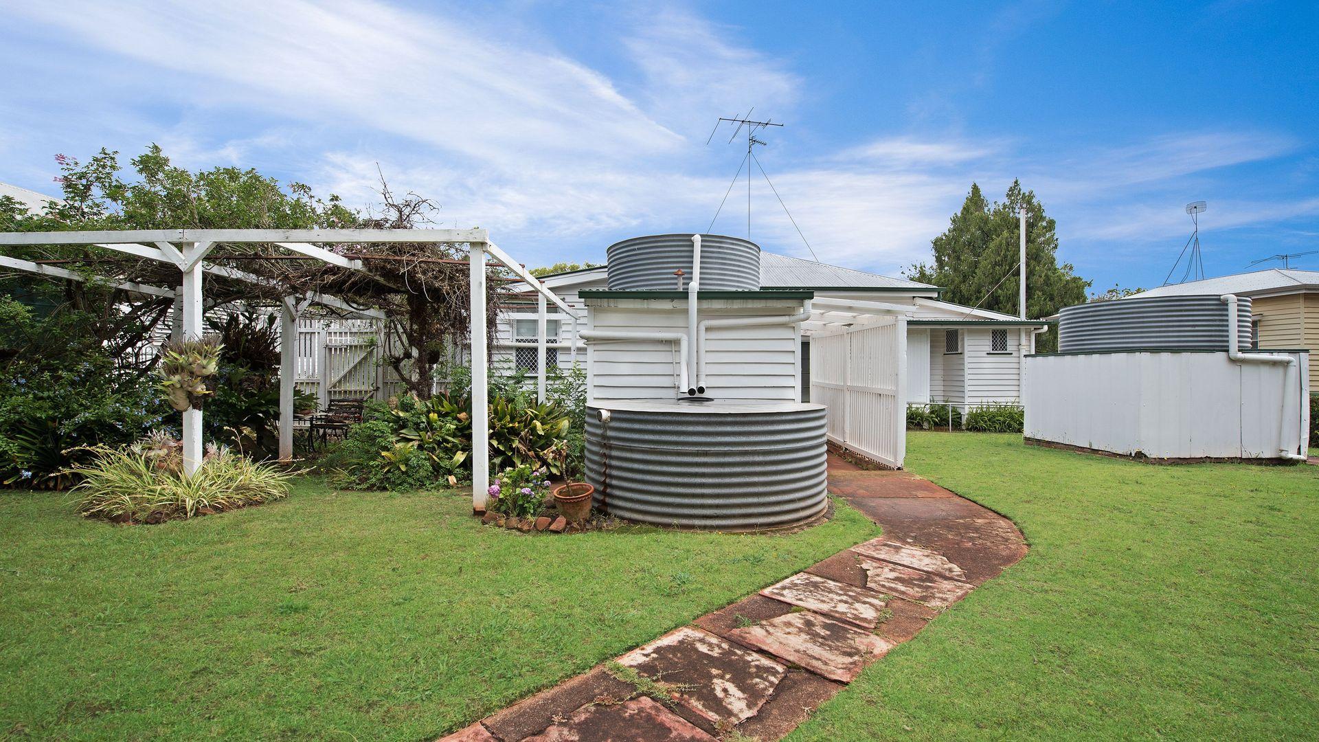 128 Taylor Street, Newtown QLD 4350, Image 2