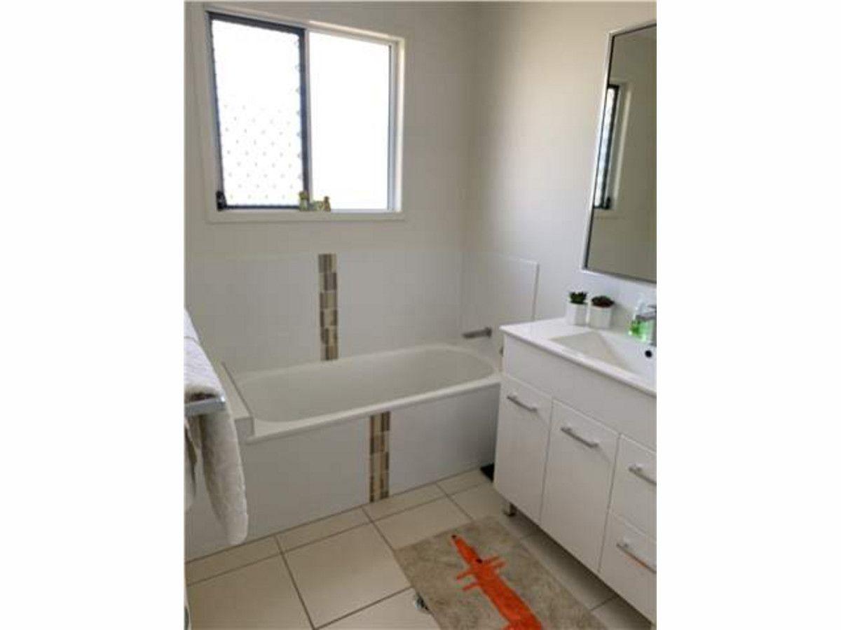 8 Catho Avenue, Mount Low QLD 4818, Image 2