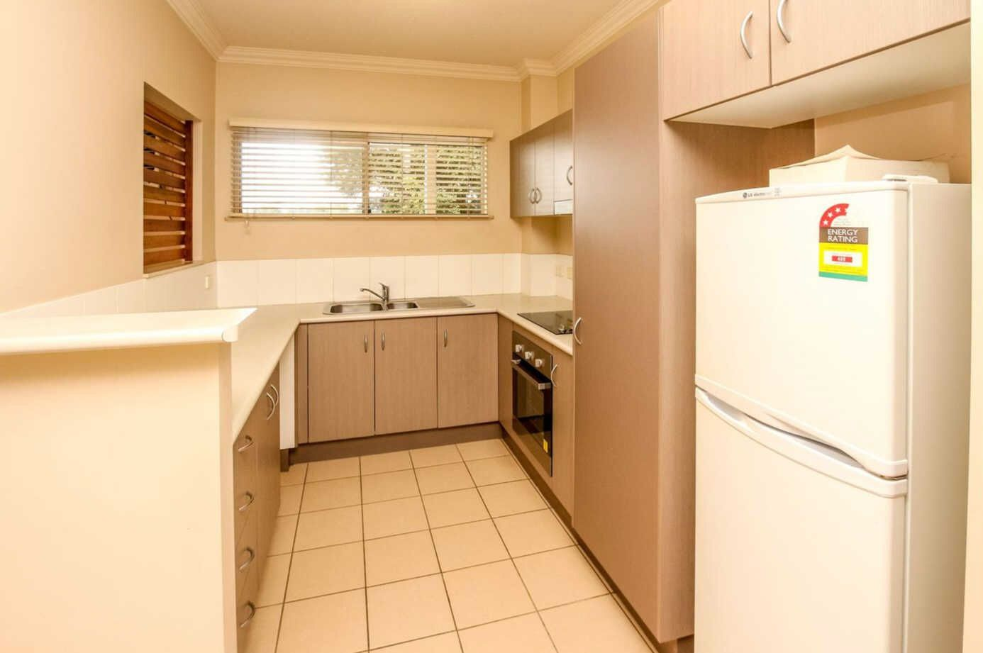 304/2-8 Centenary Close, Manoora QLD 4870, Image 2