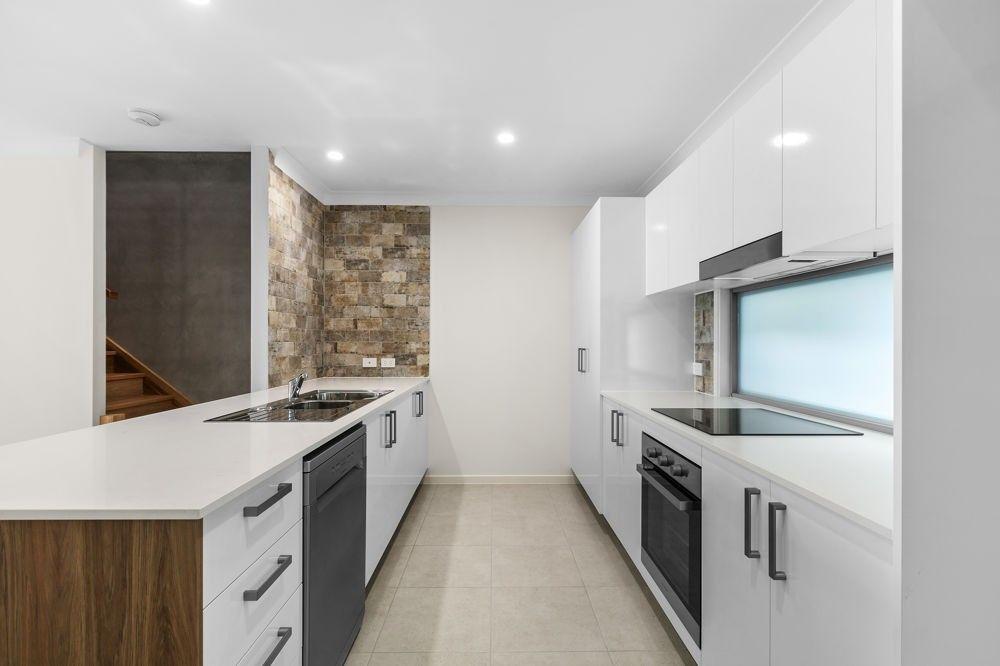2/55 Wood Crescent, Baringa QLD 4551, Image 1