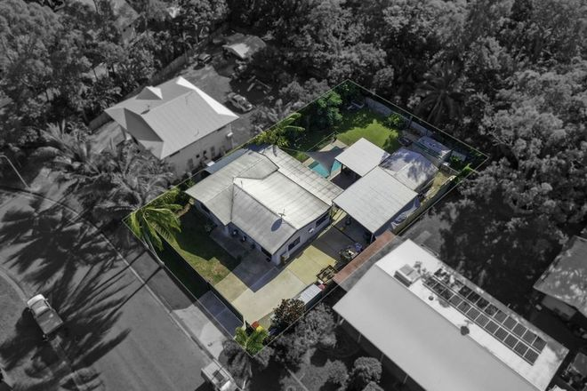 Picture of 62 Baronia Crescent, HOLLOWAYS BEACH QLD 4878