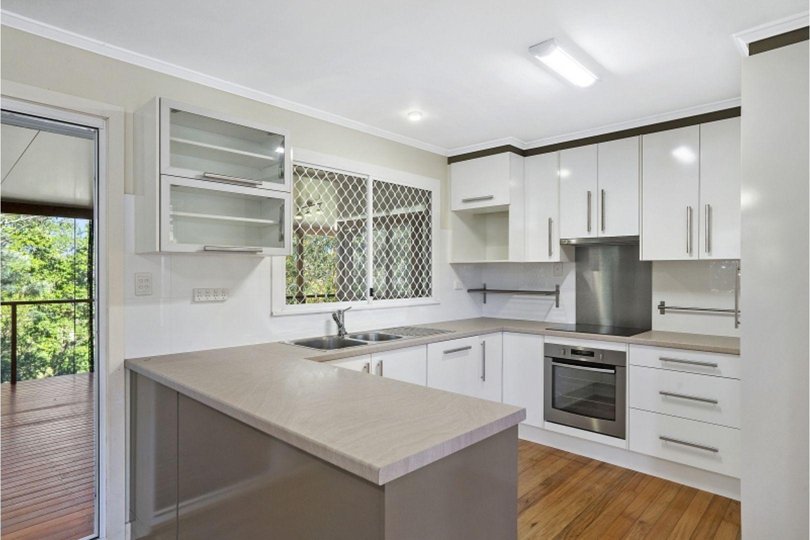 11 Burloo Crescent, Ferny Hills QLD 4055, Image 1