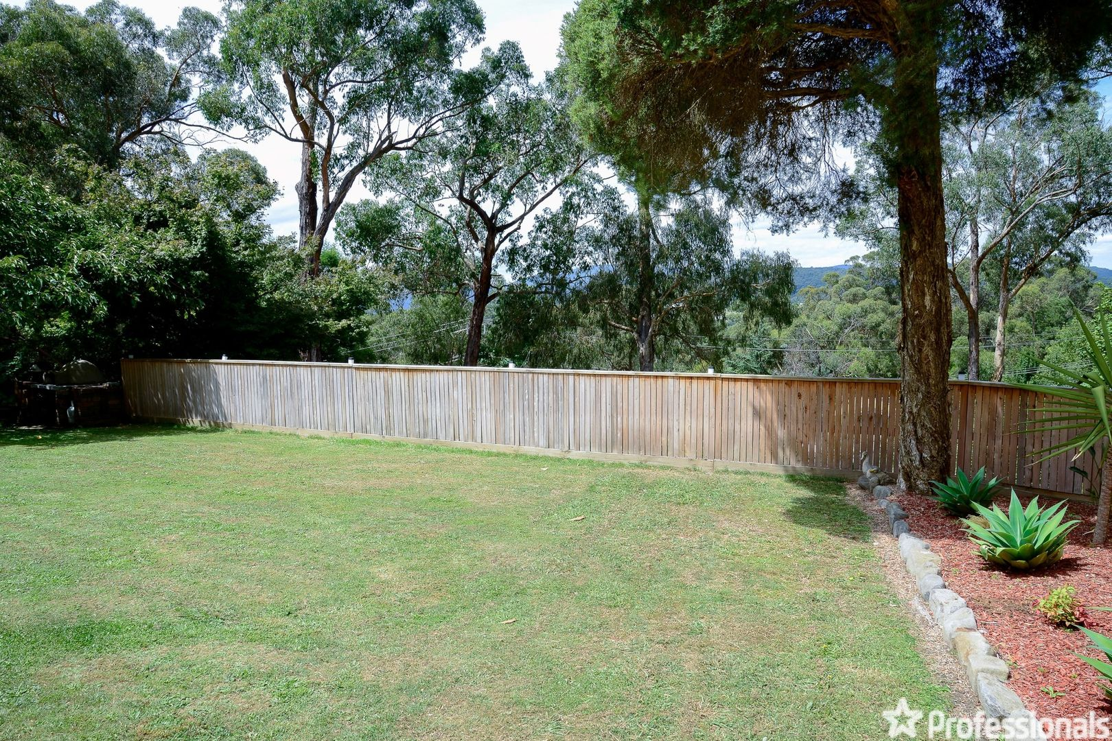 6 Braeside Drive, Launching Place VIC 3139, Image 2