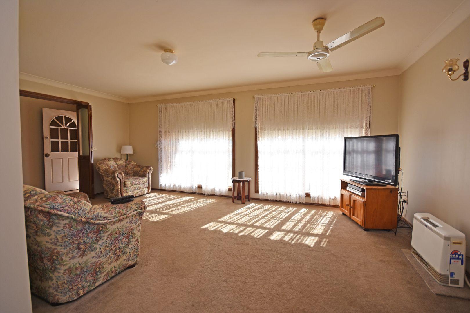 17 Buckingham Drive, Dubbo NSW 2830, Image 1