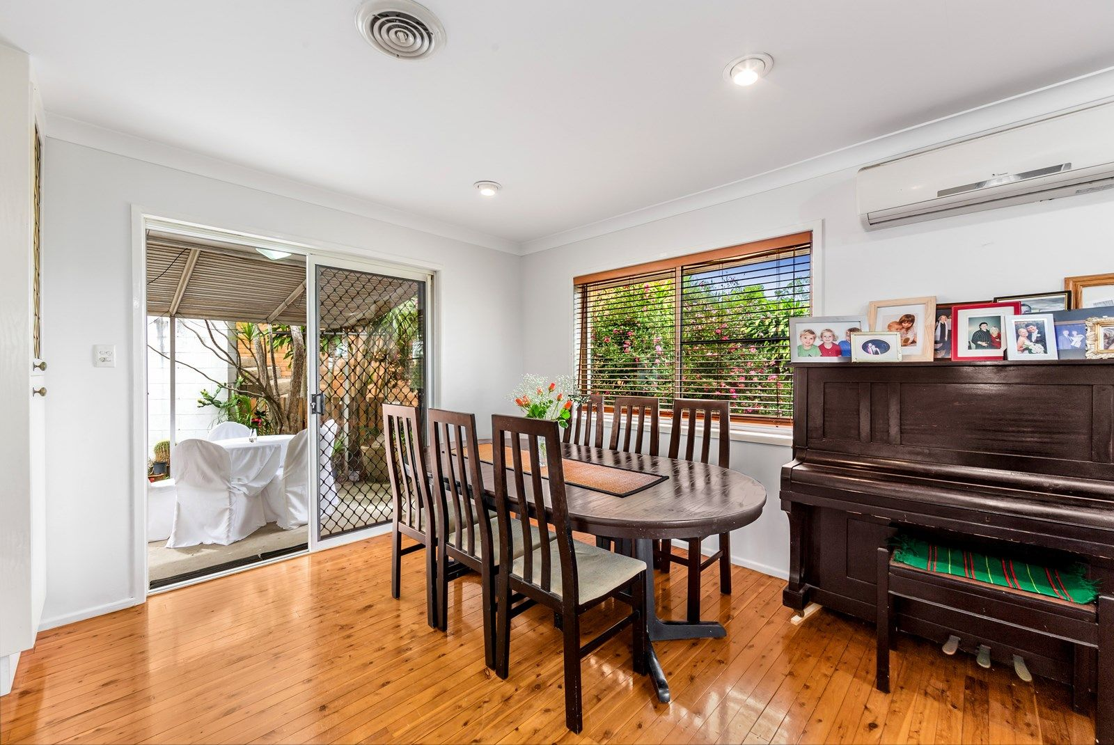10 Cluden Street, Holland Park West QLD 4121, Image 2