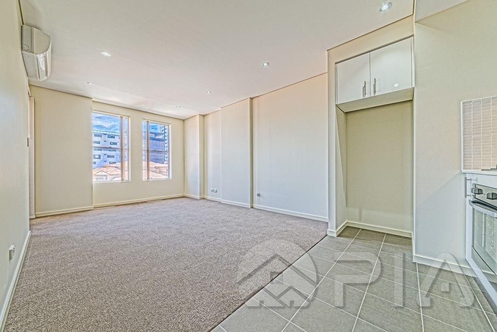 11/4 Peace Lane, Parramatta NSW 2150, Image 2