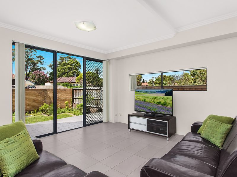 2/213 William Street, Granville NSW 2142, Image 1