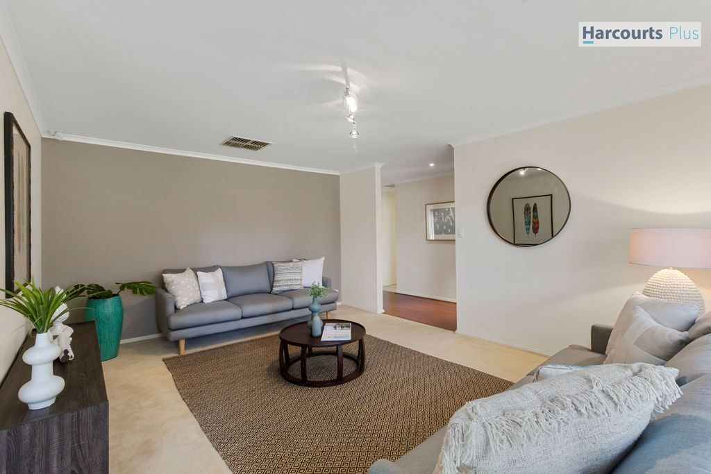 18 Medway Street, Hallett Cove SA 5158, Image 2