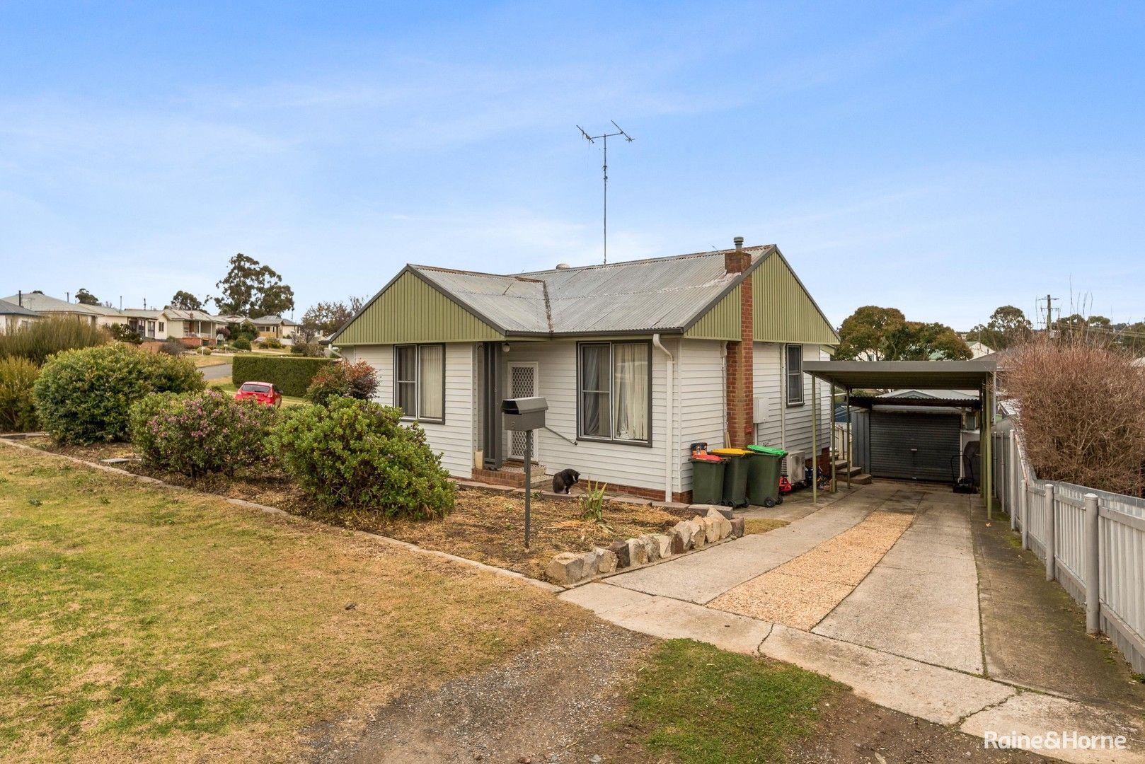 8 Hollis Avenue, Goulburn NSW 2580, Image 0