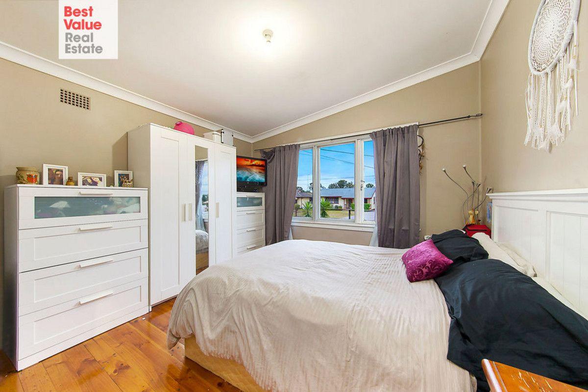 18 Pitcairn Avenue, Lethbridge Park NSW 2770, Image 2