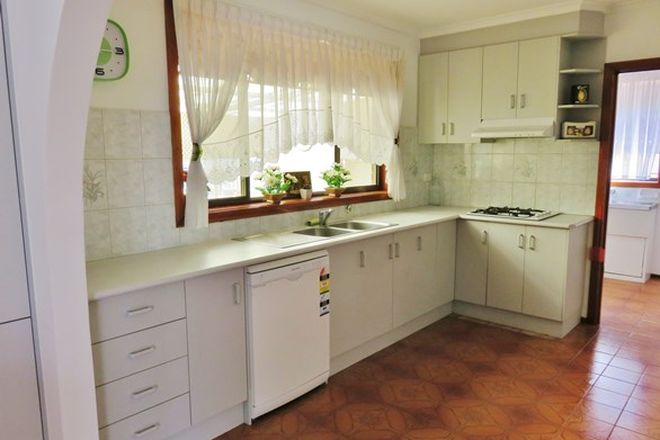 Picture of 53 Somerset Rd, CAMPBELLFIELD VIC 3061