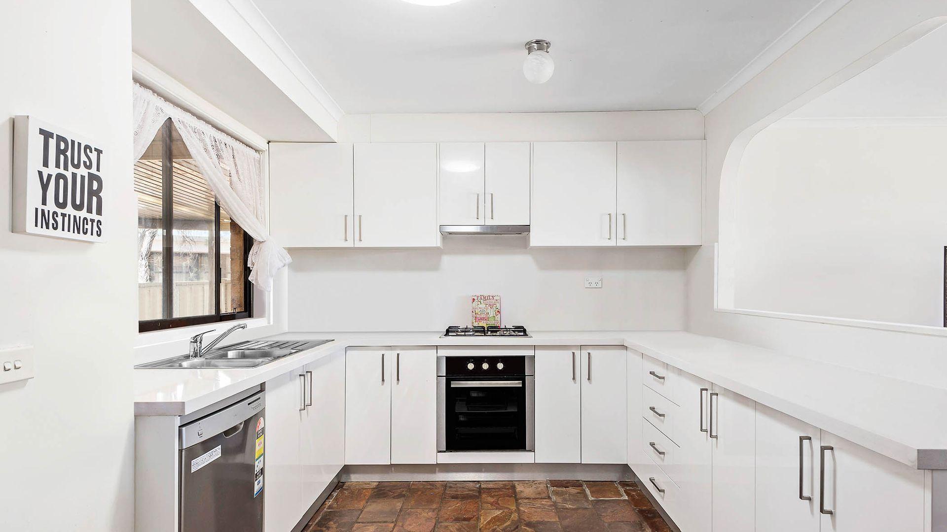 19 Ferrier Crescent, Minchinbury NSW 2770, Image 2