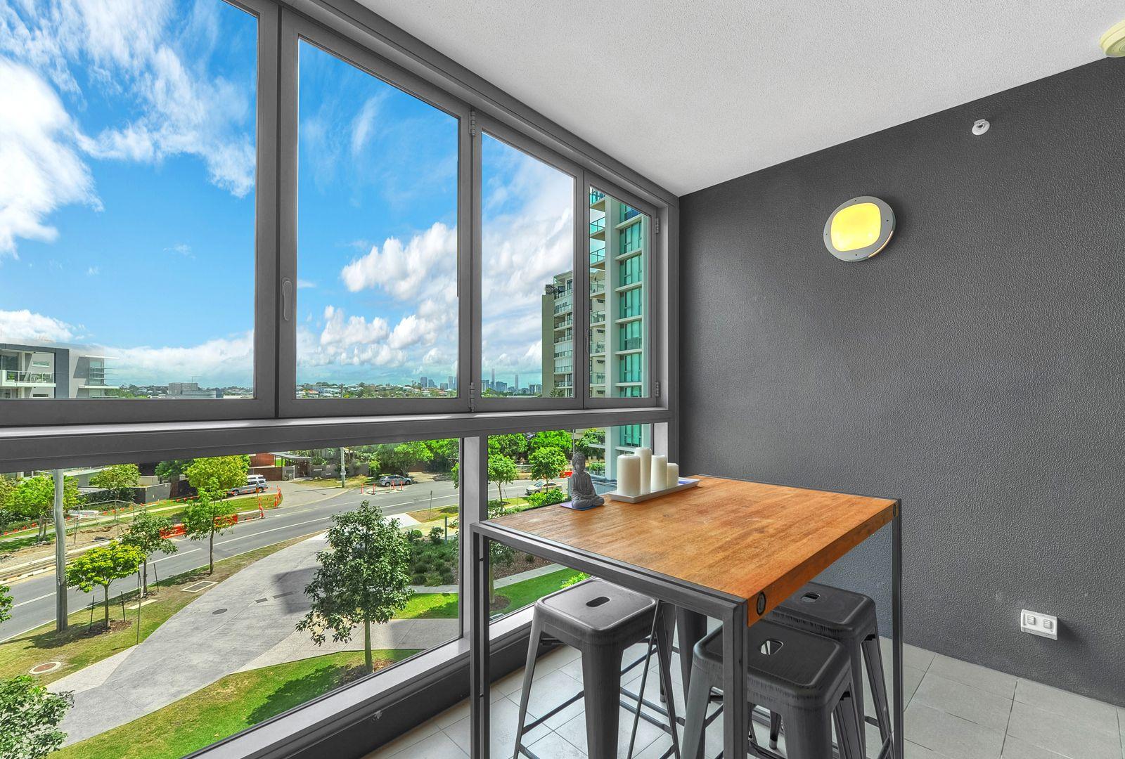 20309/8 Harbour Road, Hamilton QLD 4007, Image 2