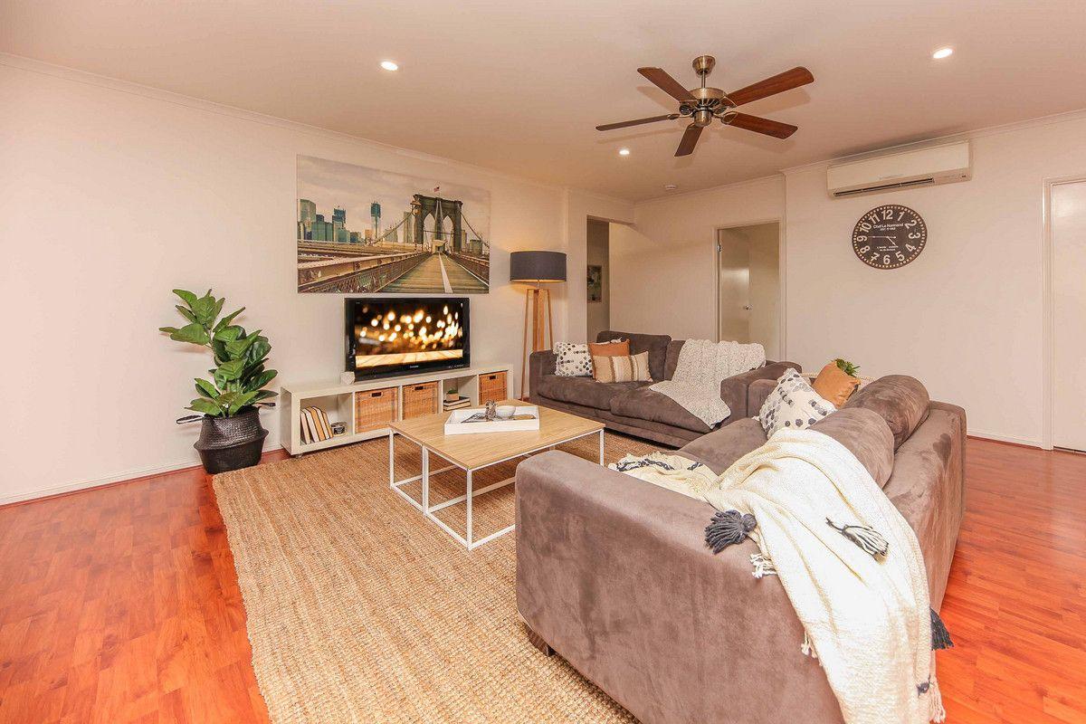 15 Mozart Place, Mackenzie QLD 4156, Image 2