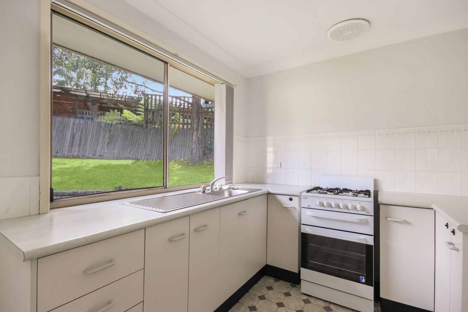 8 Glade Court, Glenning Valley NSW 2261, Image 2
