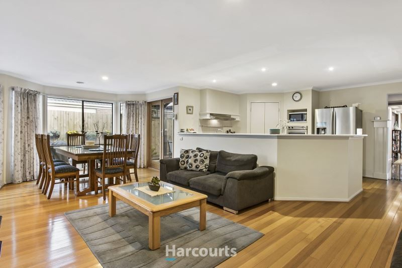 22 St Andrews Court, Narre Warren South VIC 3805, Image 2