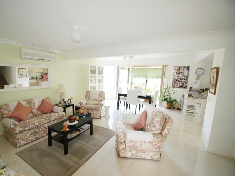 Unit/2 Cassowary Drive, Burleigh Waters QLD 4220, Image 2