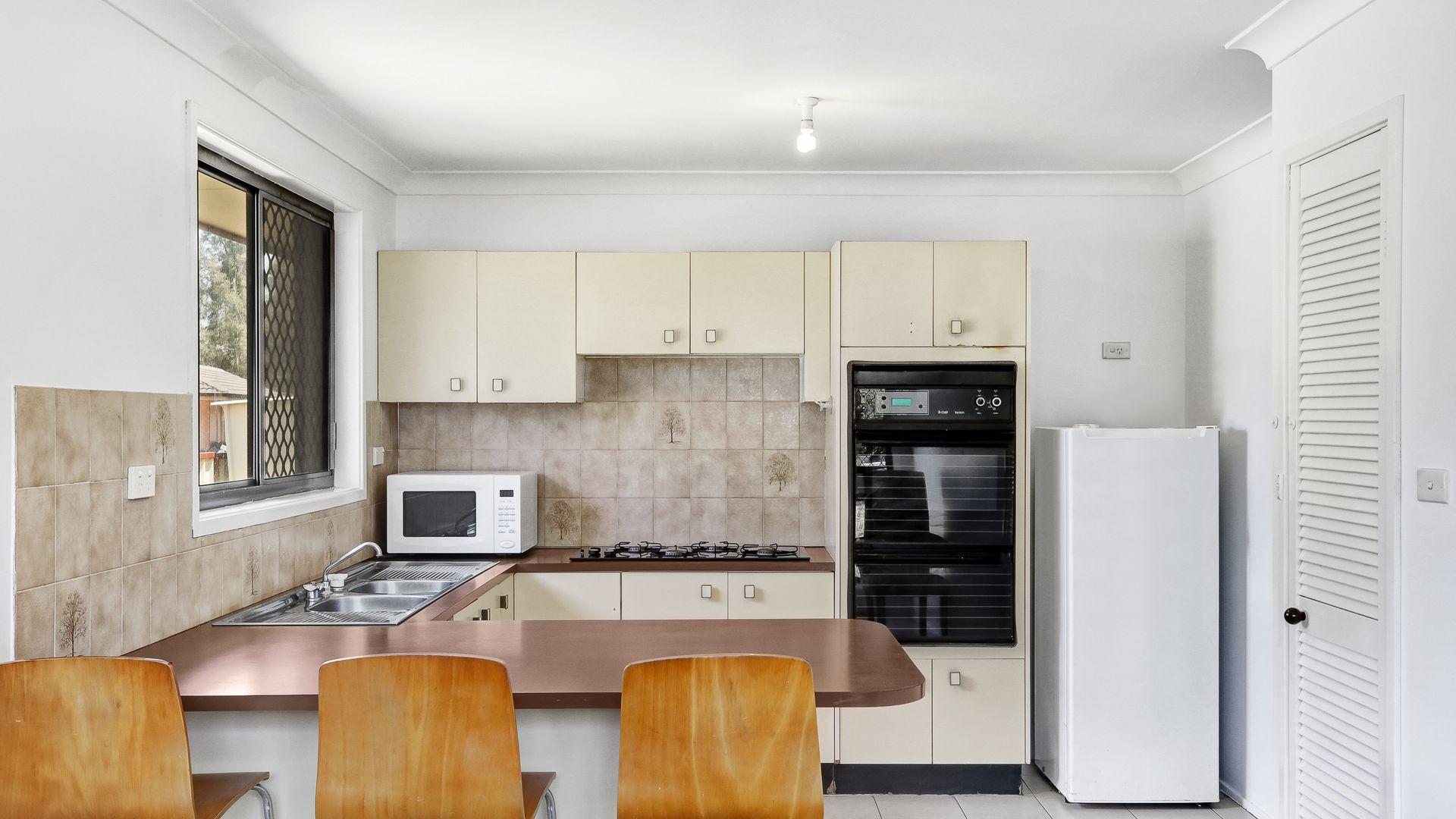 42 Malachite Street, Eagle Vale NSW 2558, Image 2
