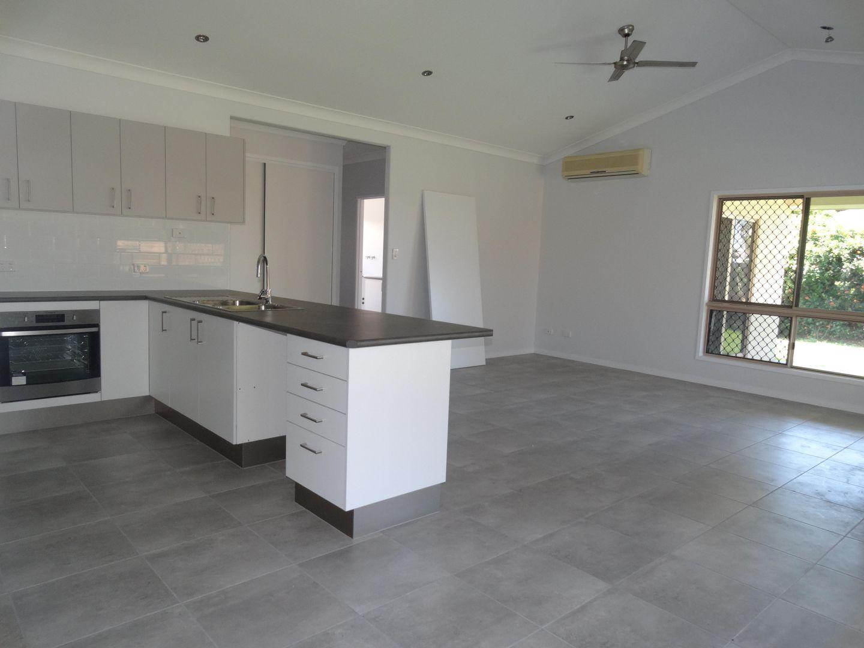 1 Viewpoint Terrace, Idalia QLD 4811, Image 2