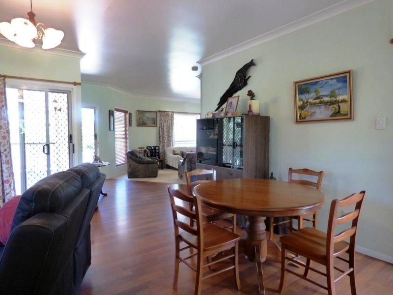 4 Devoncourt Road, Crows Nest QLD 4355, Image 2