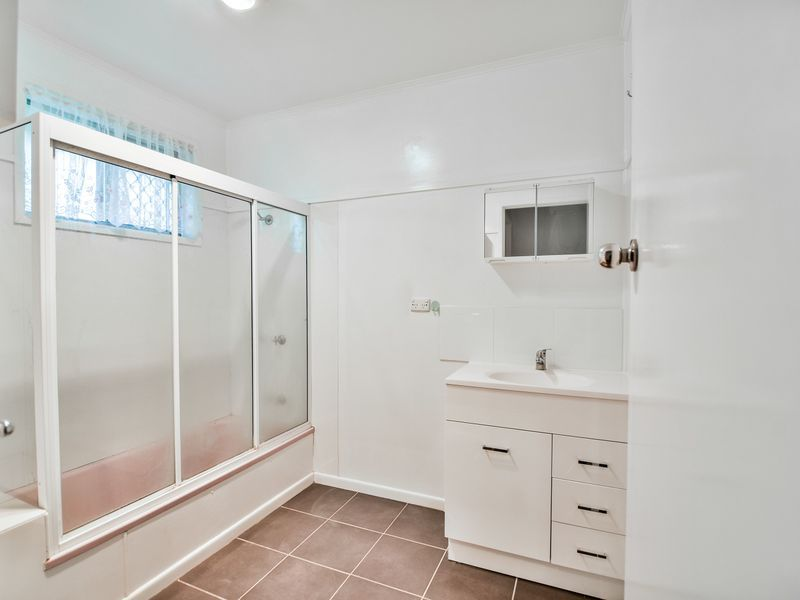 8 Raelyn Street, Centenary Heights QLD 4350, Image 2