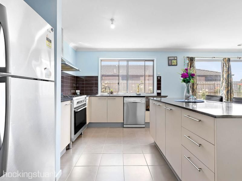 142 Exford Road, Melton South VIC 3338, Image 2