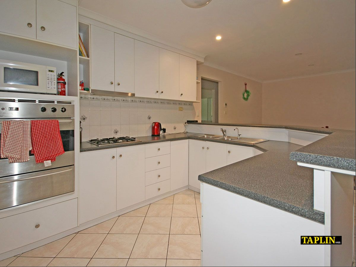 114 Perry Barr Road, Hallett Cove SA 5158, Image 2