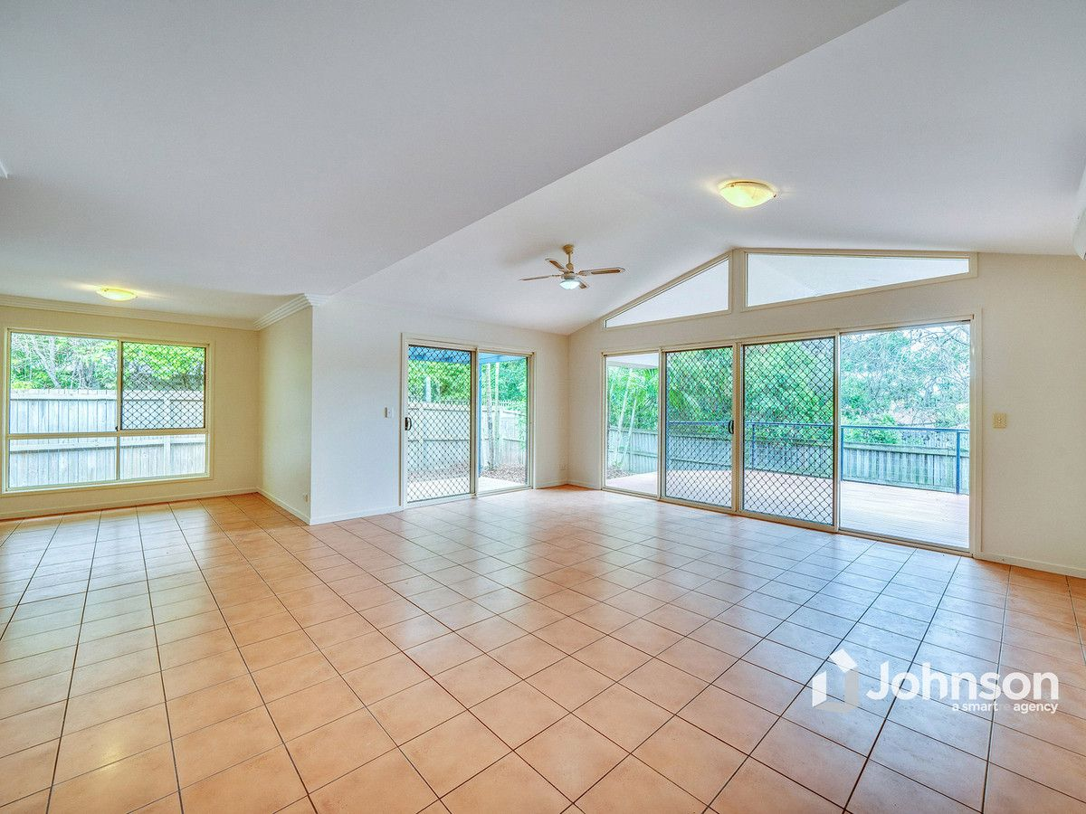 50 Carisbrook Circuit, Forest Lake QLD 4078, Image 2