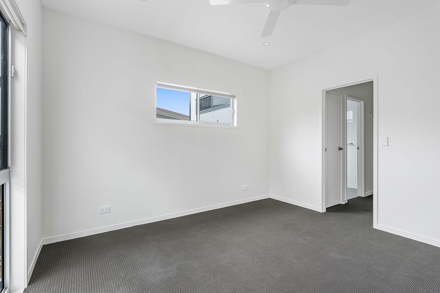 8 Birdie Place, Carbrook QLD 4130, Image 2