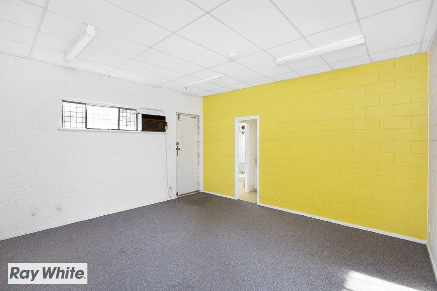 4/4 Wade Court, Girrawheen WA 6064, Image 2