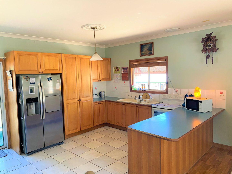 4 Banksia Court, Morton Vale QLD 4343, Image 2
