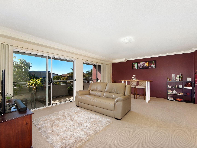 811/33 Clark Street, Biggera Waters QLD 4216, Image 2