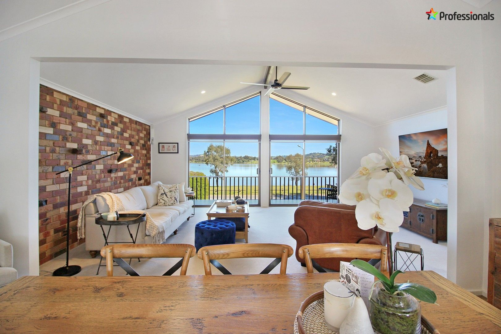 27 Eastlake Drive, Lake Albert NSW 2650, Image 0