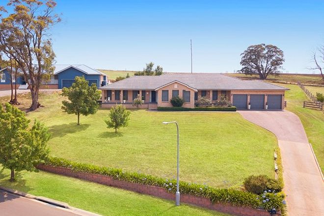 Picture of 10 Windsor Crescent, MOSS VALE NSW 2577