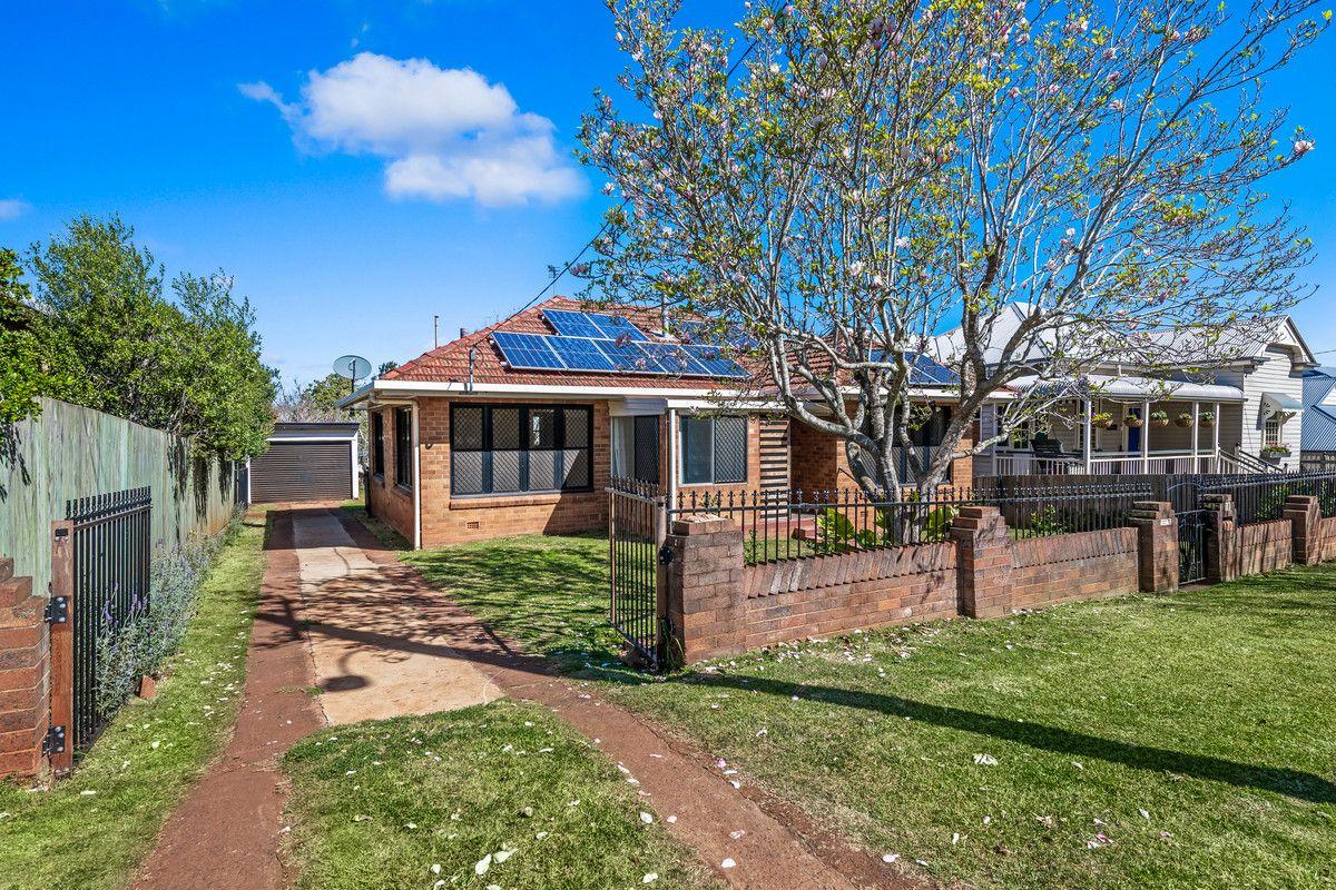 18 Robinson Street, North Toowoomba QLD 4350, Image 0