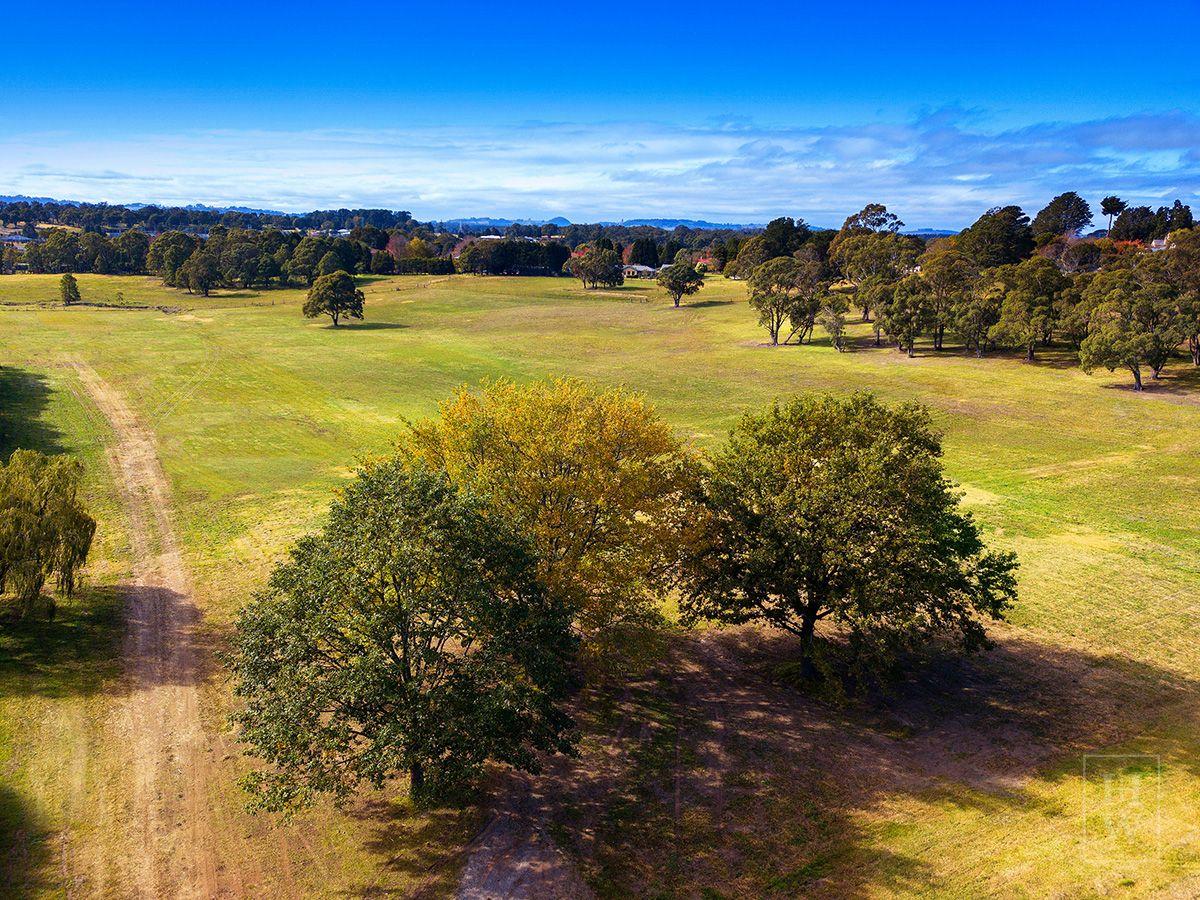 'Three Oaks' Hazelton Drive, Moss Vale NSW 2577, Image 2